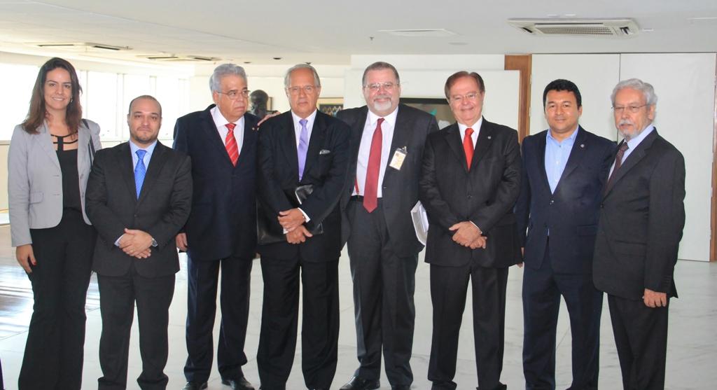 Da esquerda para a direita: Ruy Coutinho do Nascimento, Presidente do IBEF-DF; Katia de  Lima Machado, Diretora Vogal do IBEF-DF; Vagner Lacerda Ribeiro, Presidente do CDN – IBEF.